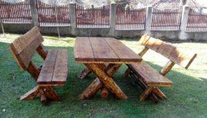 Rustikaler Rastplatz Tisch + Bänke aus massiven Eichenholz